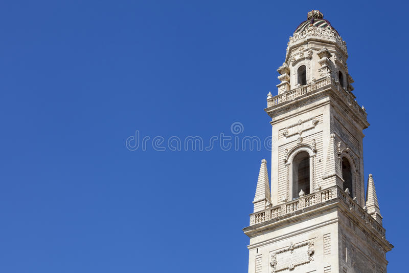 Torre antiga no centro histórico de Lecce, Itália do sul imagens de stock