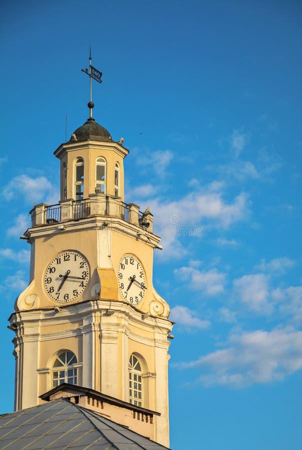 Torre antigua con los carillones imagen de archivo libre de regalías