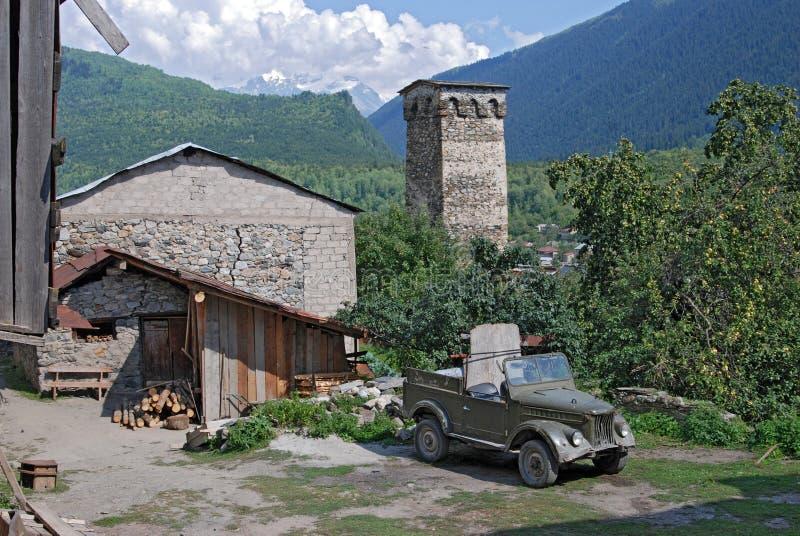 Torre antigua en el pueblo de montaña de Svaneti Georgia Mestia imágenes de archivo libres de regalías