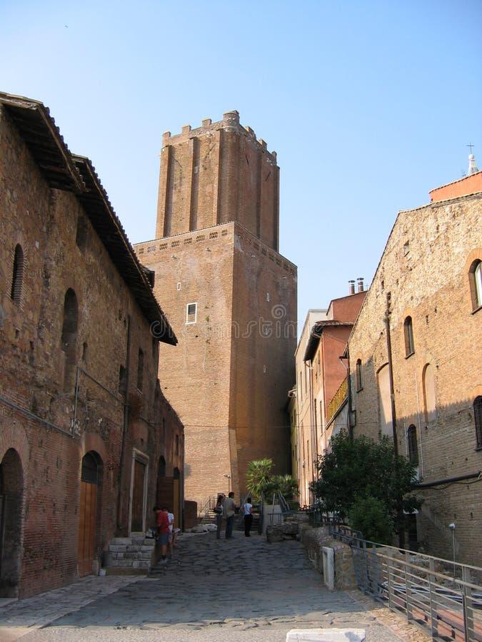 Torre antigua en los mercados de Trajan en la Roma vieja Italia imagen de archivo
