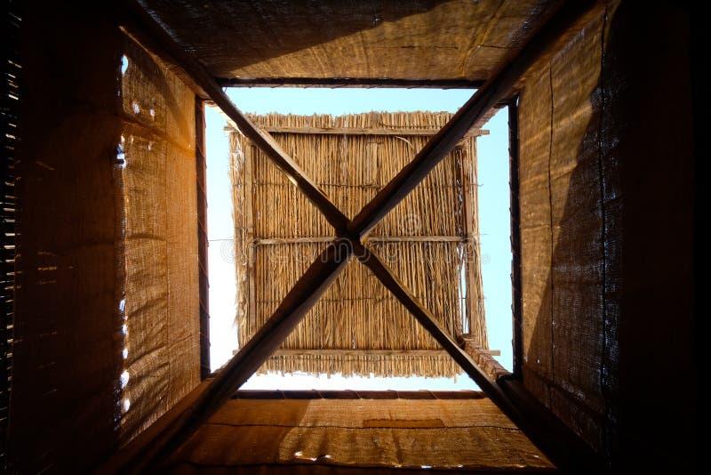 Torre araba tradizionale del vento nel Dubai fotografia stock libera da diritti
