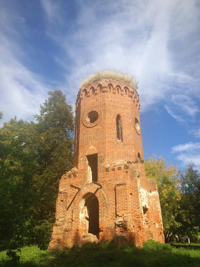 Torre arruinada velha fotografia de stock