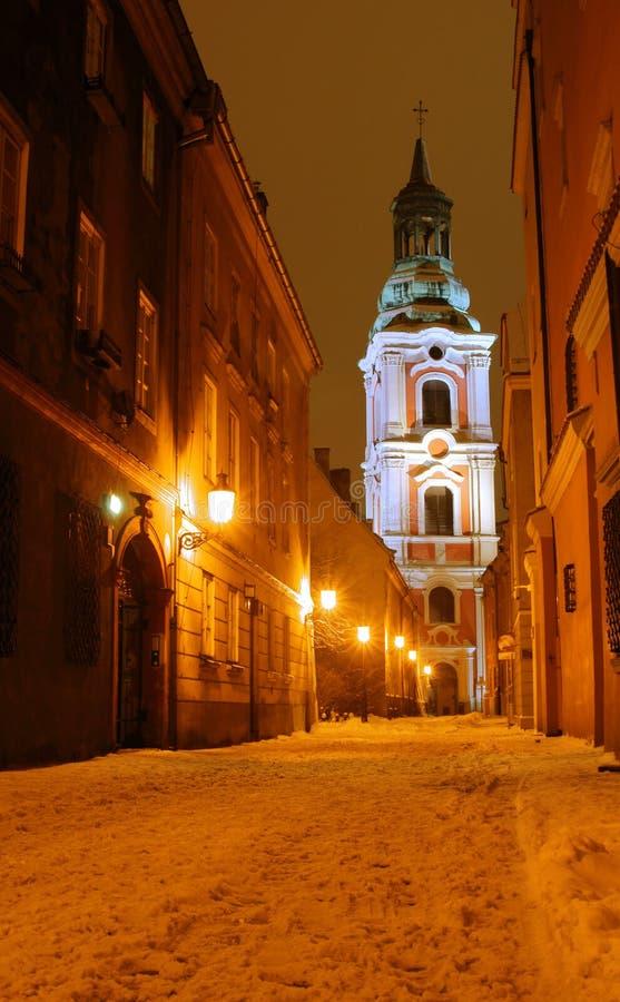 Torre barroca da igreja em Poznan em a noite foto de stock