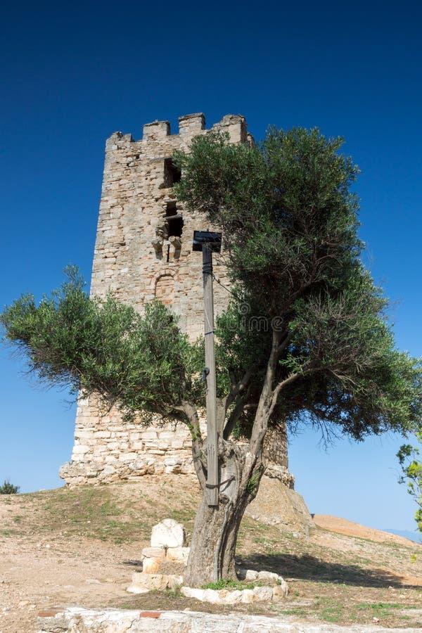 Torre bizantina adentro de Nea Fokea en la península de Kassandra, Chalkidiki, centavo imagen de archivo libre de regalías