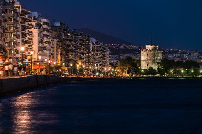 Torre blanca de Salónica por noche fotografía de archivo libre de regalías