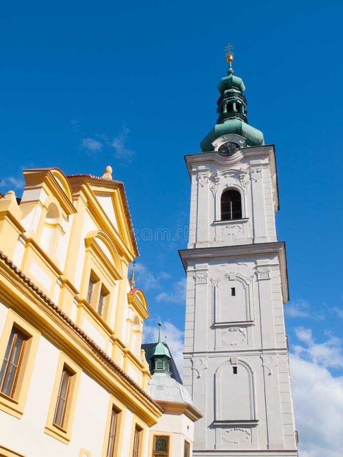Torre blanca en Klatovy imagenes de archivo