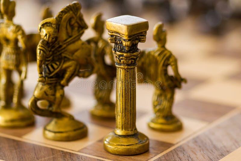A torre branca Um penhor na xadrez fotos de stock