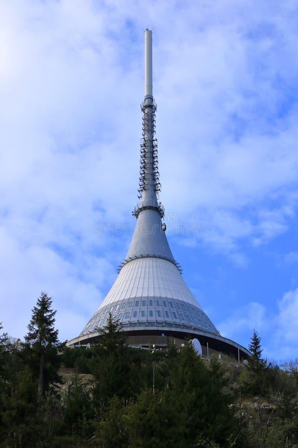 Torre brincada, atra??o tur?stica perto de Liberec na rep?blica checa, Europa, torre da transmiss?o de tev? fotografia de stock royalty free