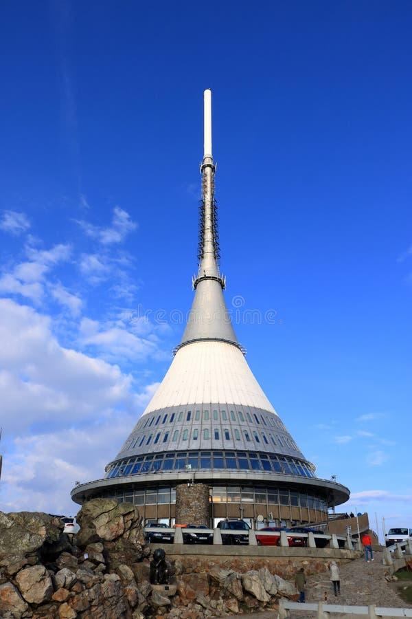 Torre brincada, atra??o tur?stica perto de Liberec na rep?blica checa, Europa, torre da transmiss?o de tev? fotografia de stock