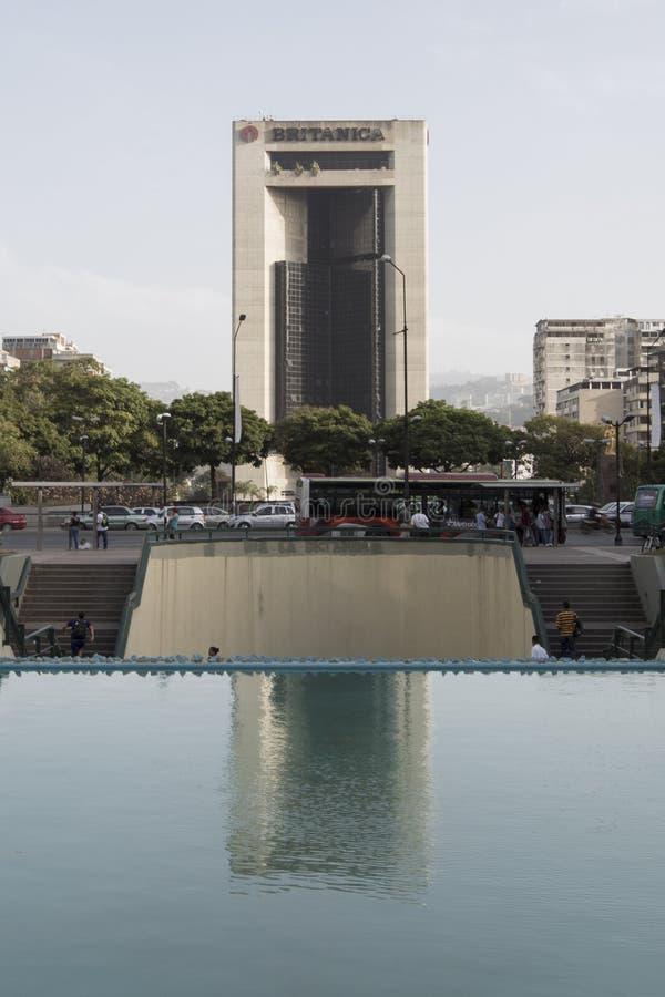 Download Torre Britanica Con La Riflessione In Un Piccolo Bacino Dell'acqua Caracas Immagine Stock Editoriale - Immagine di democrazia, lifestyle: 56877484