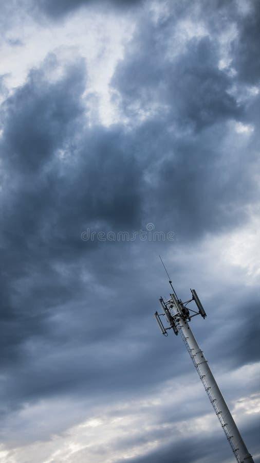 Torre cellulare della trasmissione immagine stock