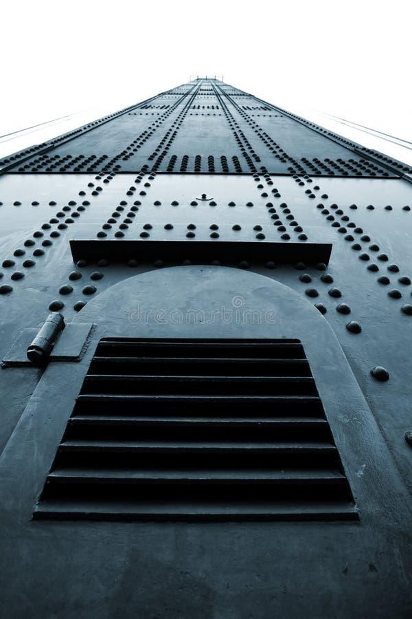 Torre clavada enorme del metal con imágenes de archivo libres de regalías