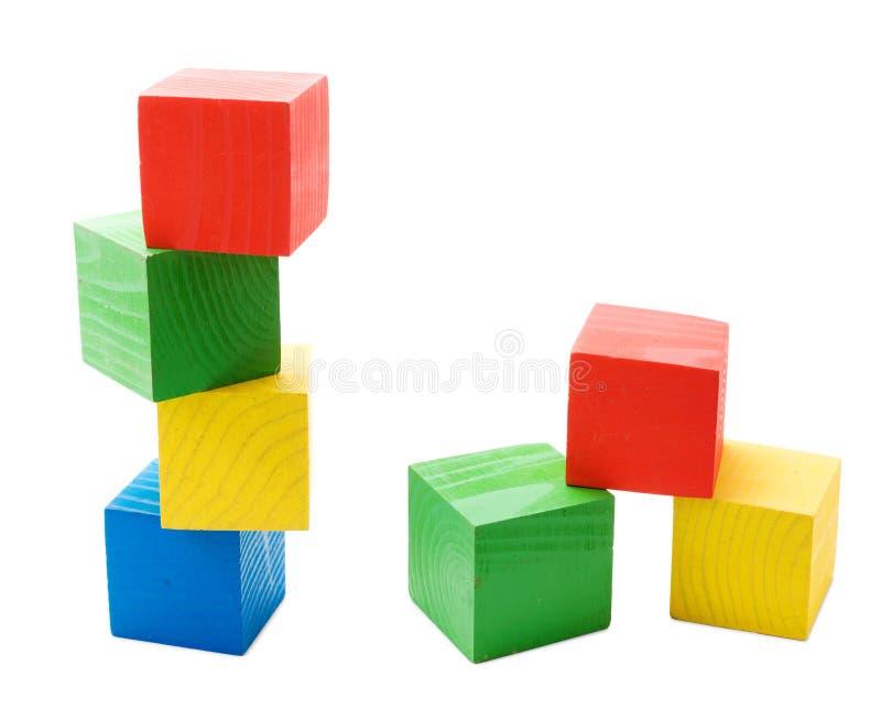 Torre colorida de madeira dos cubos imagens de stock