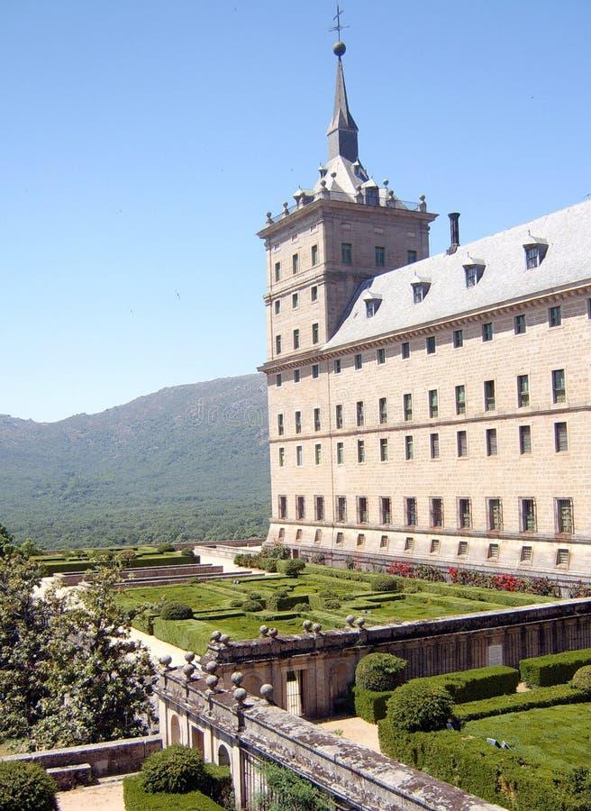 Torre com um jardim fotografia de stock royalty free