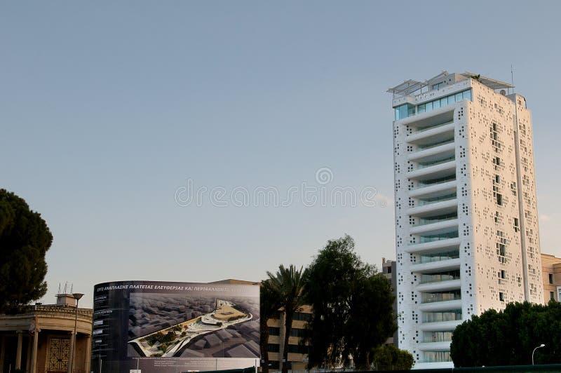 Torre 25 como vistos do quadrado de Eleftheria fotografia de stock royalty free