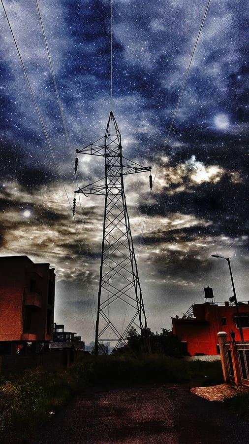 TORRE con il cielo enorme fotografia stock libera da diritti