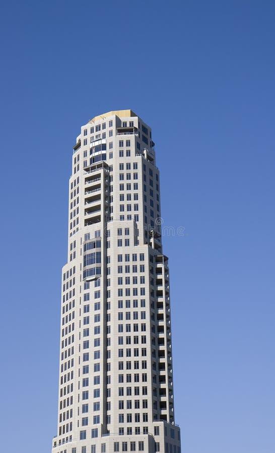 Torre concreta nova do condomínio foto de stock
