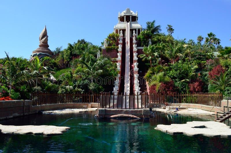 Torre da atração da água do poder em Siam Park-Tenerife imagem de stock