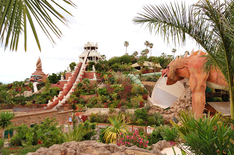 A torre da atração da água do poder no waterpark de Sião foto de stock royalty free