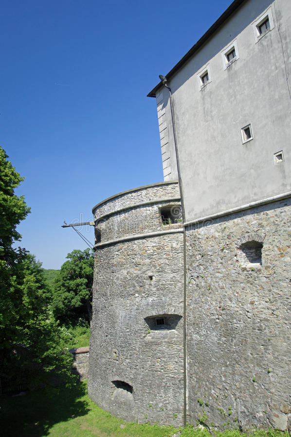 Torre da defesa do castelo de Cerveny Kamen em Eslováquia fotos de stock