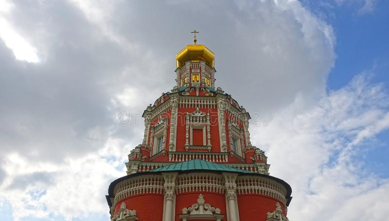 Torre da igreja do esmagamento foto de stock royalty free