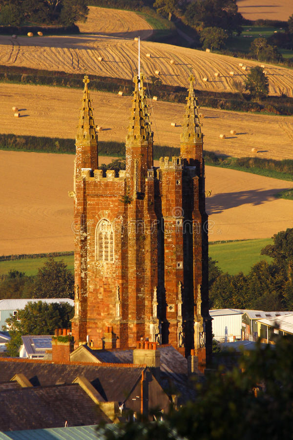 Torre da igreja em Totnes, Reino Unido imagem de stock royalty free