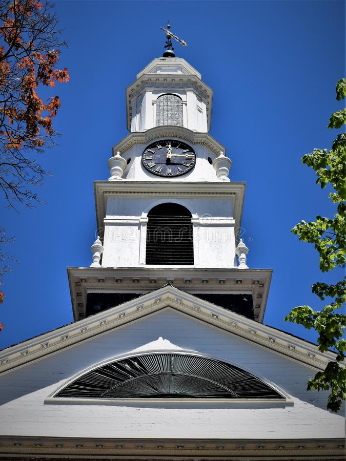 Torre da igreja, situada na cidade de Peterborough, Hillsborough County, New Hampshire, Estados Unidos foto de stock