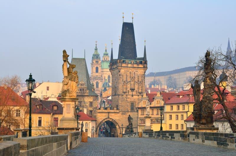Torre da ponte, ponte de Charles (Karluv), Praga imagens de stock