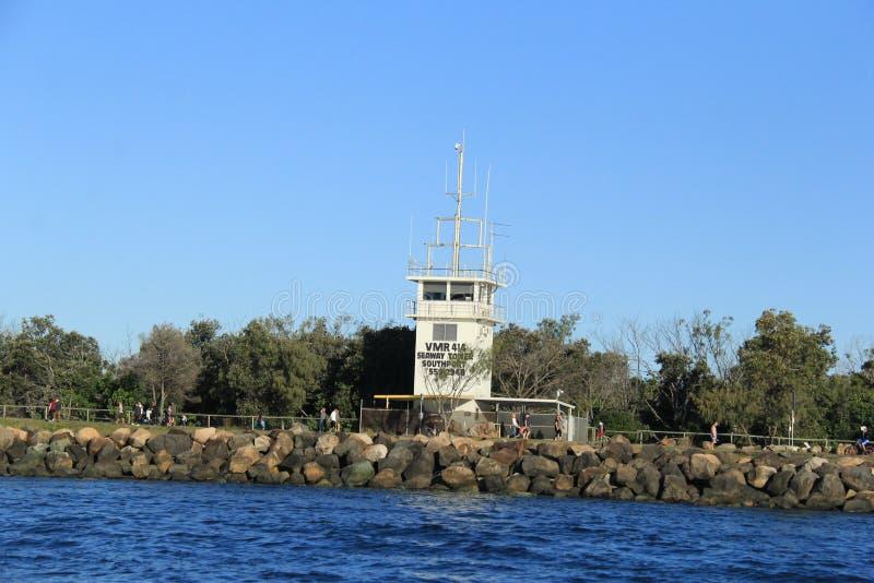 Torre da radiocomunicação da maneira do mar fotografia de stock royalty free