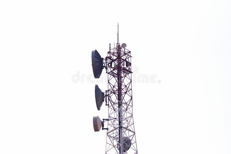 Torre da telecomunica??o Transmissor sem fio da antena de uma comunica??o foto de stock royalty free