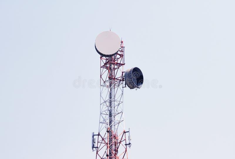 Torre da telecomunica??o Transmissor sem fio da antena de uma comunica??o imagem de stock royalty free