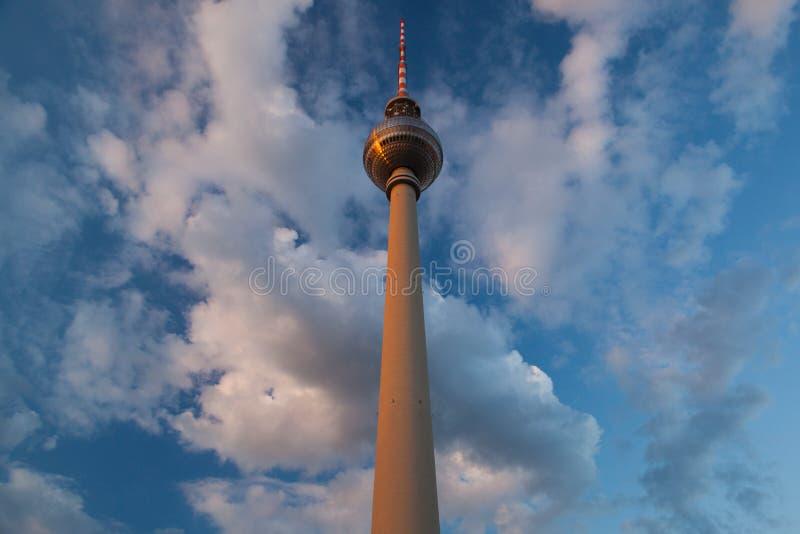 Torre da tevê fotografia de stock royalty free