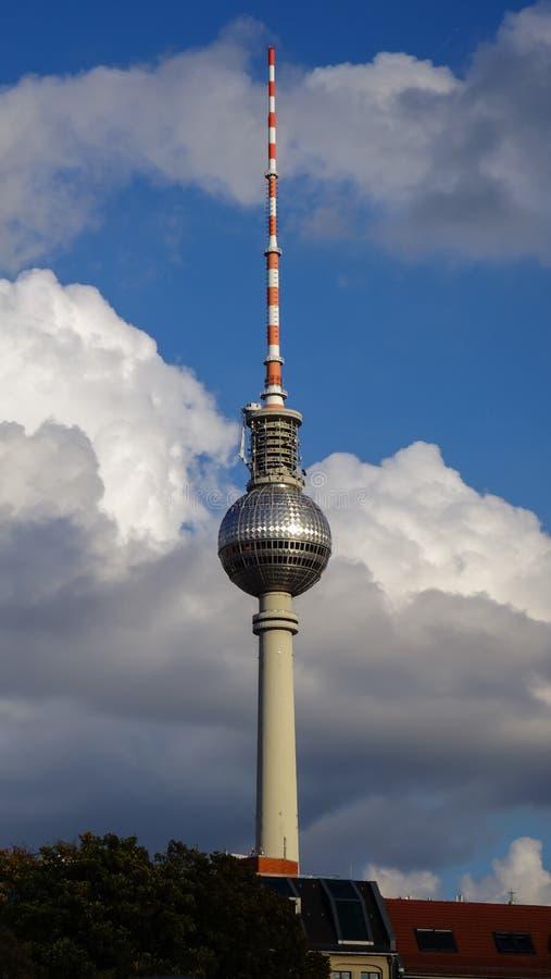 Torre da tevê de Fernsehturm, Berlim, Alemanha fotos de stock