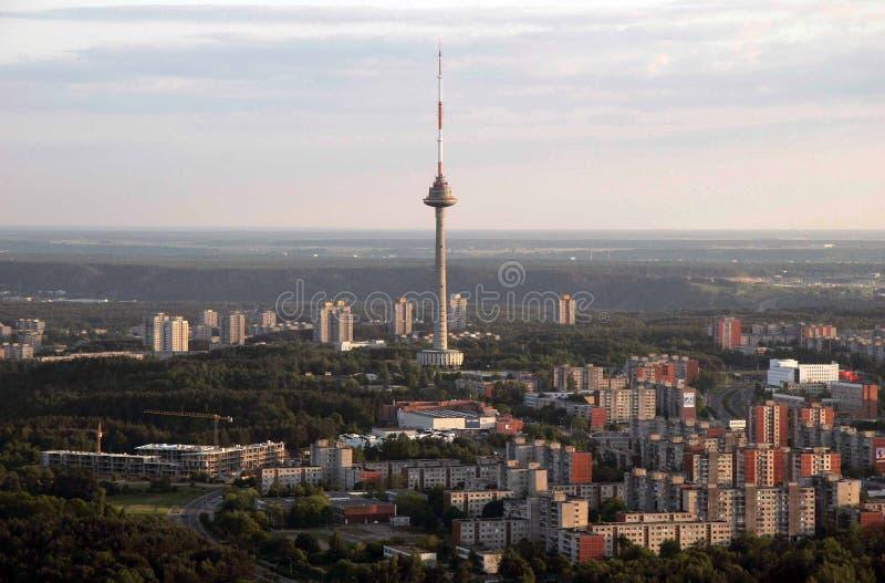 Torre da tevê de Vilnius, imagem de Lituânia tomada do baloon do ar fotos de stock