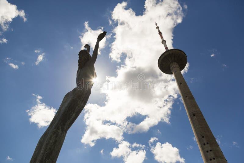 Torre da tevê em Vilnius, Lituânia A estrutura a mais alta em Lituânia fotos de stock royalty free