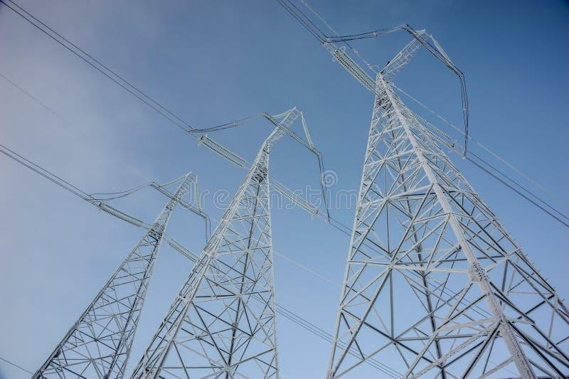 Torre da transmissão de energia da tensão da altura fotografia de stock