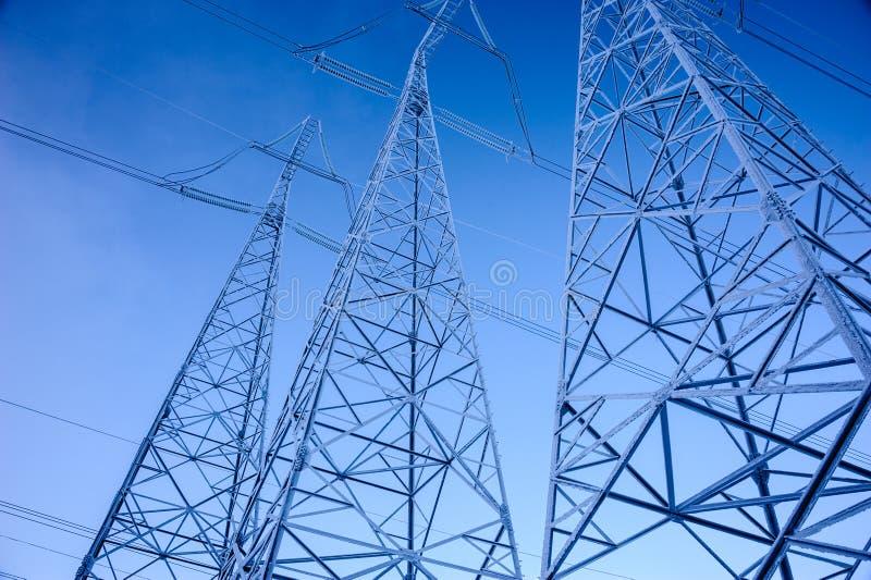 Torre da transmissão de energia da tensão da altura foto de stock