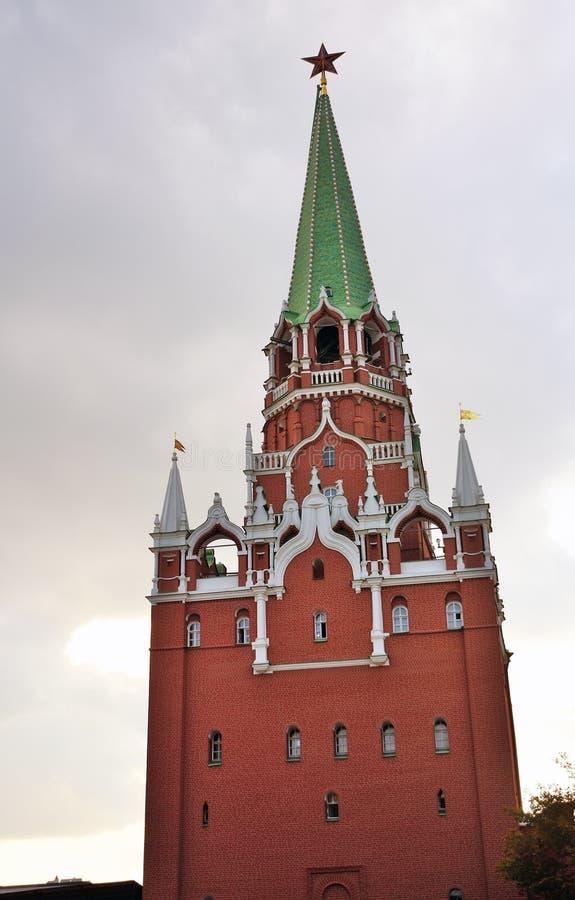 Torre da trindade do Kremlin de Moscou Local do património mundial do Unesco imagens de stock royalty free