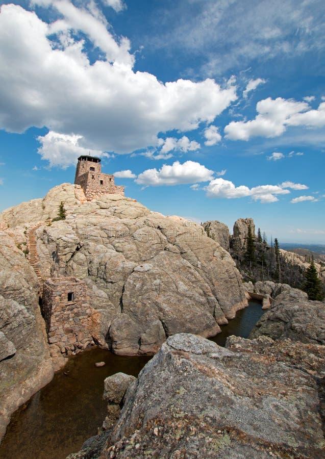 Torre da vigia do fogo do pico de Harney em Custer State Park no Black Hills do SD imagem de stock royalty free