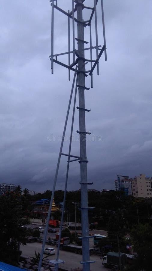 Torre das telecomunicações foto de stock royalty free