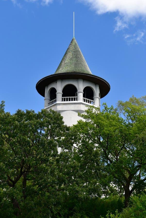 Torre de água do chapéu da bruxa imagem de stock royalty free