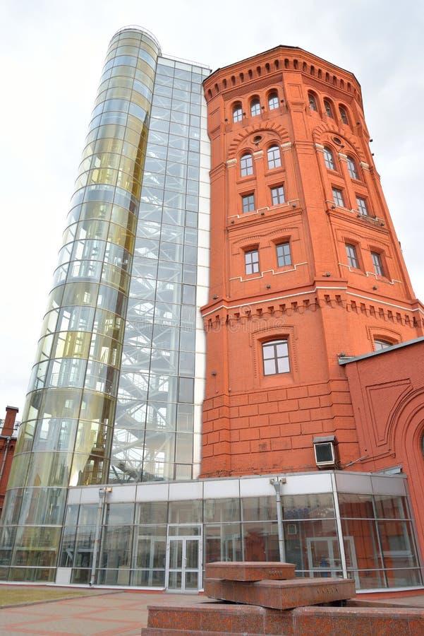 Torre de água em St Petersburg imagem de stock royalty free