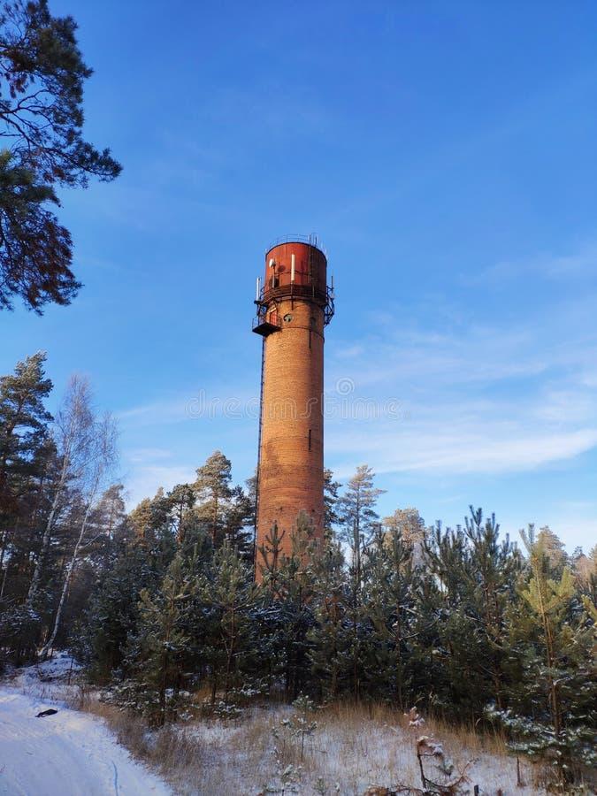 Torre de água na montanha foto de stock royalty free