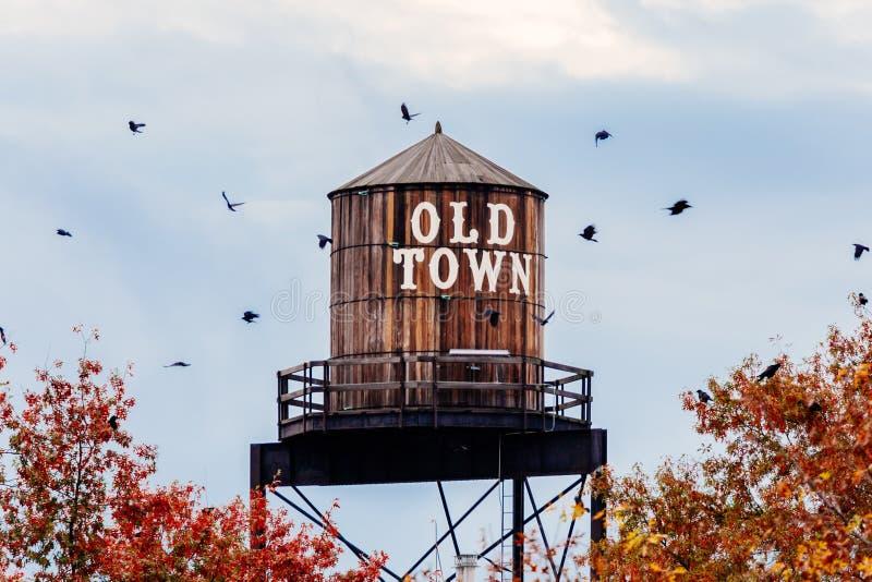 Torre de água velha da cidade fotos de stock