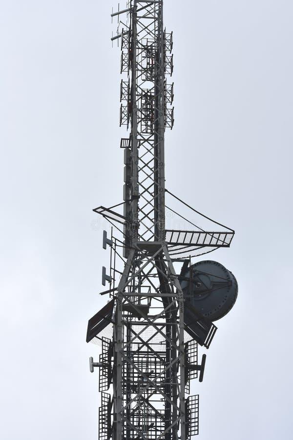 Torre de acero del transmisor fotografía de archivo libre de regalías