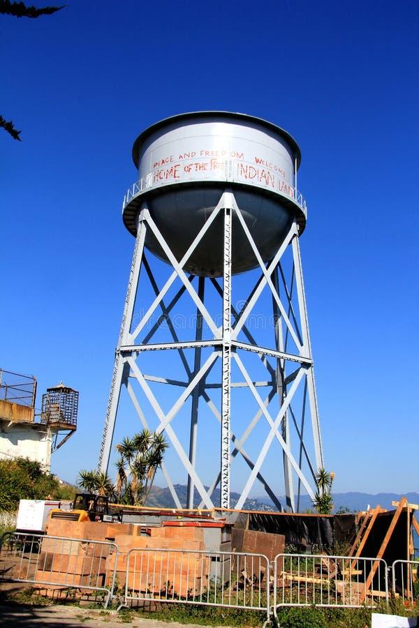 Torre de agua en la cárcel federal de la isla de Alcatraz imagen de archivo