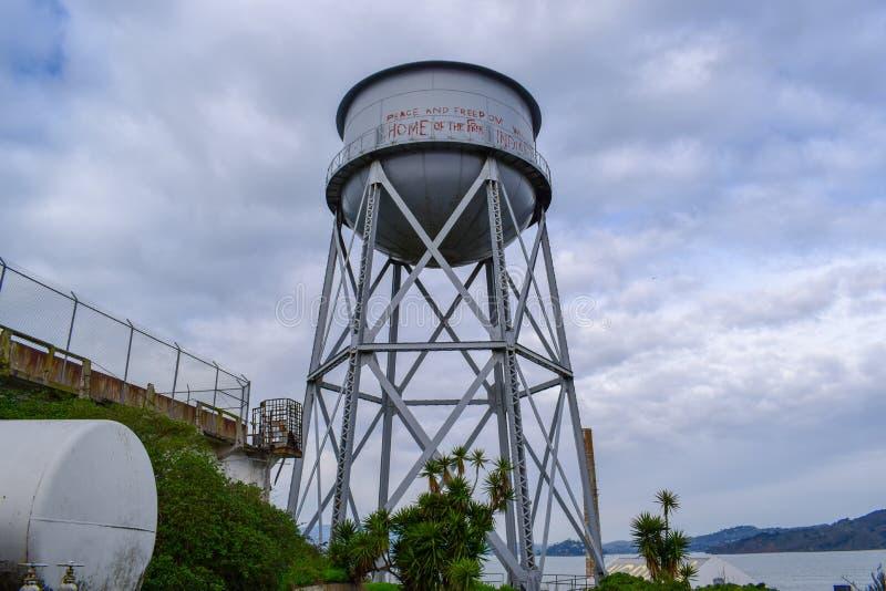 Torre de agua en la isla de Alcatraz fotografía de archivo libre de regalías