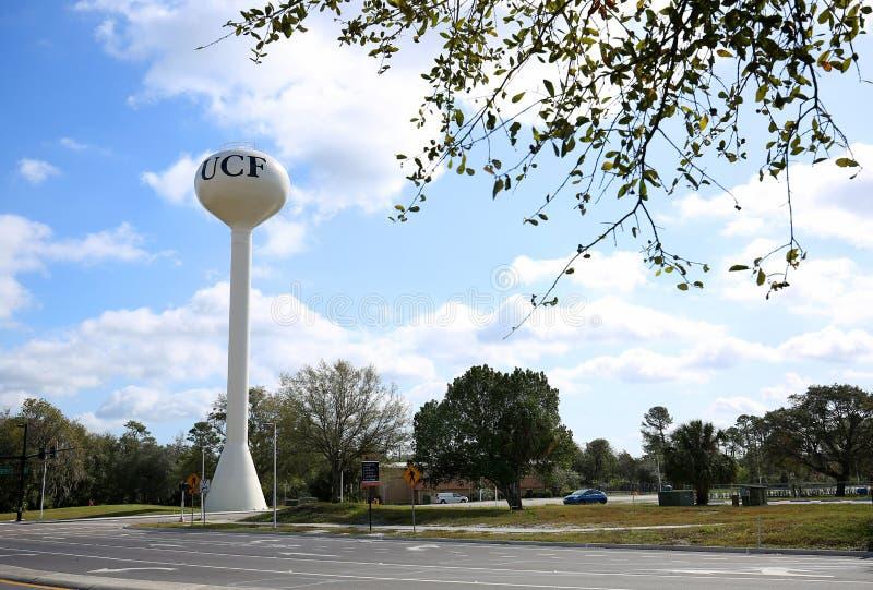 Torre de agua en la universidad de la Florida central fotos de archivo
