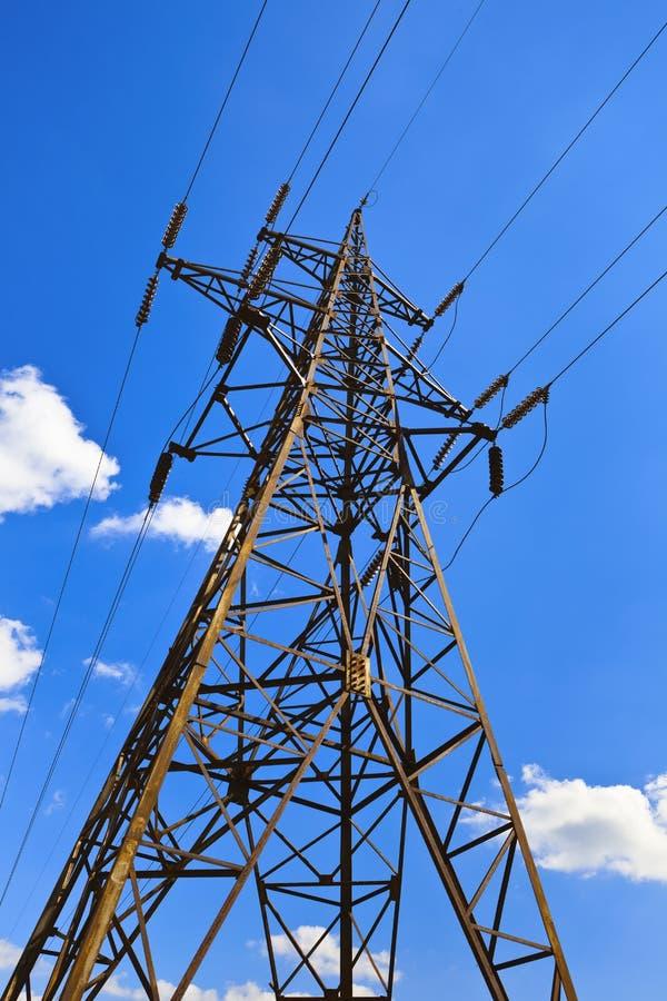Torre de alto voltaje de la transmisión foto de archivo libre de regalías