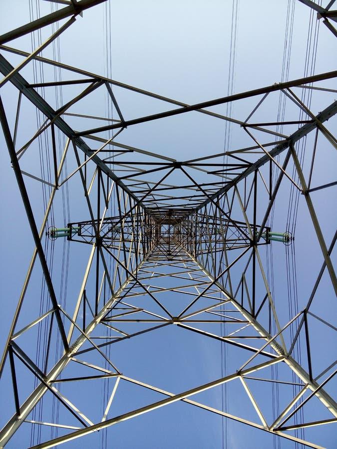 Torre de alto voltaje del alambre fotografía de archivo libre de regalías